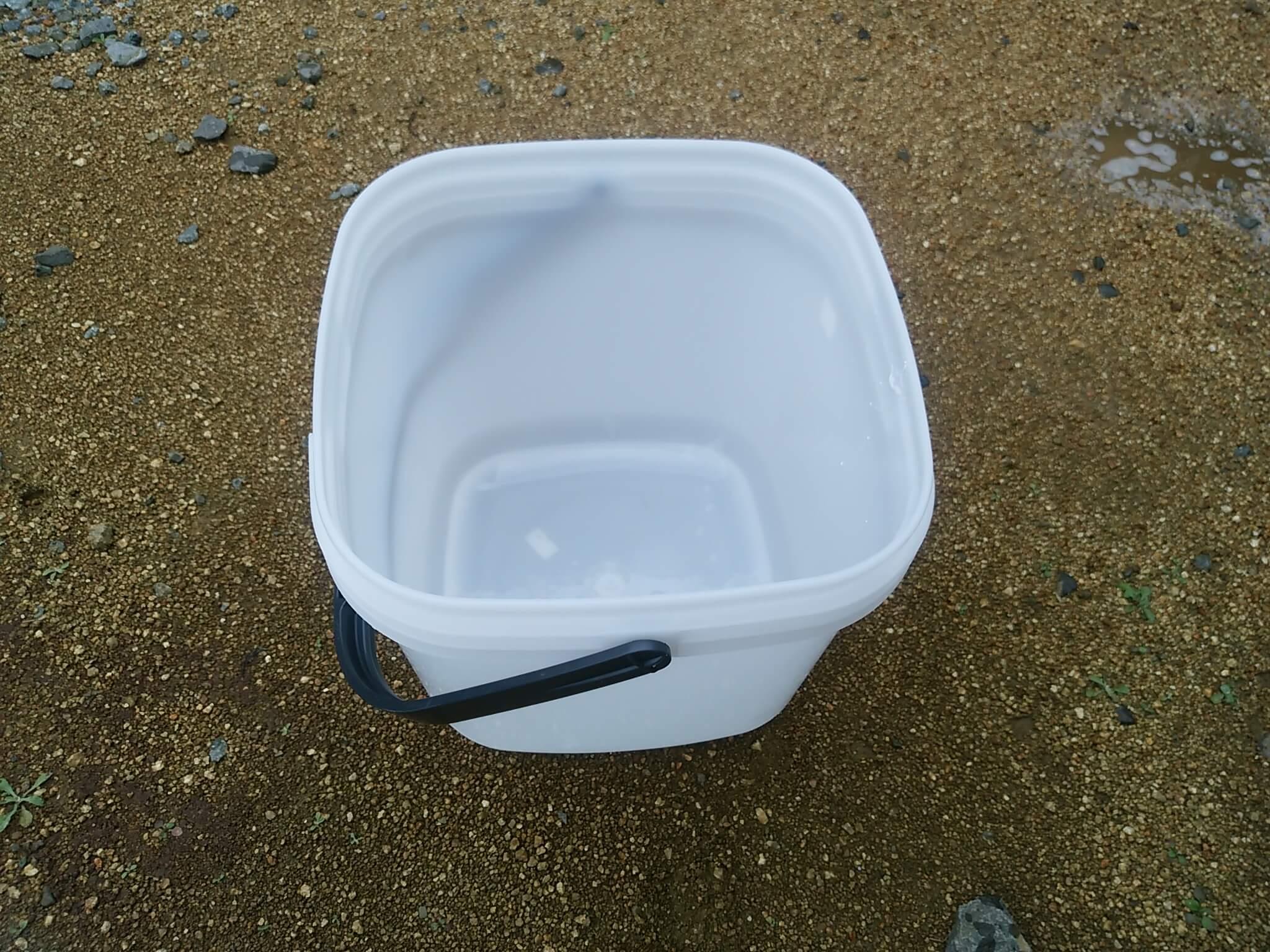 マテ貝を持ち帰るためのフタ付き容器