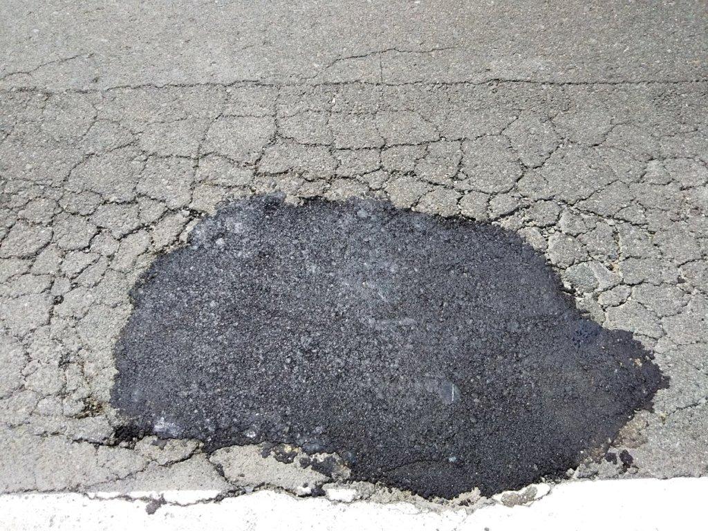都道府県道が破損したので補修