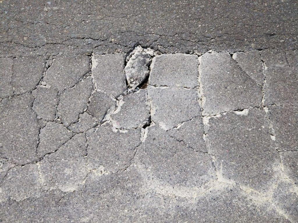 都道府県道ひび割れ