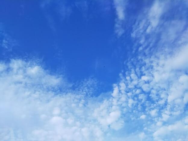 インテックス INTEX 浮き輪 クールガイアイランドに寝ころんでみた空