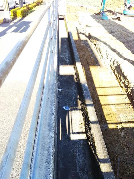 国道交通省が国道の水路を無料で清掃