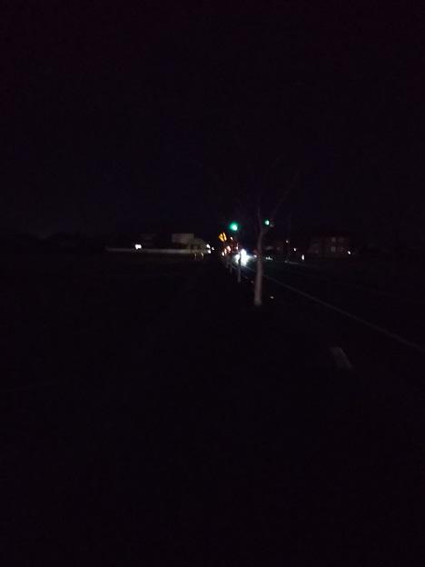 夜歩き真っ暗で危険