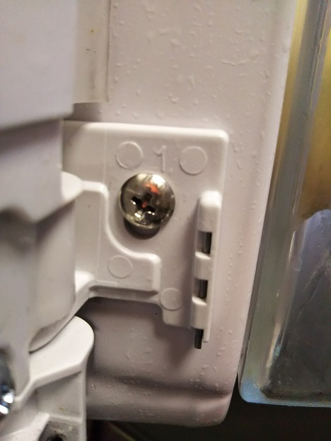 冷蔵庫回転仕切り バネの位置