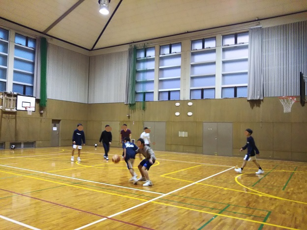 バスケットボールで遊ぶ